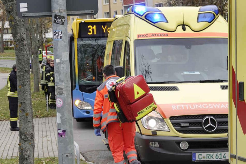 Schock in Chemnitzer Bus! Fahrgäste nach Notbremsung verletzt