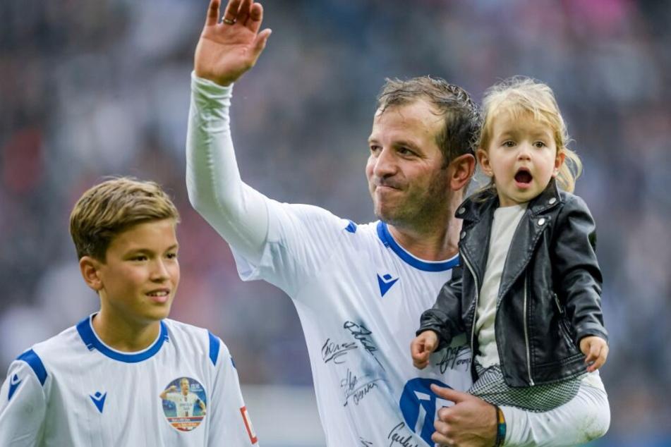 Auch seine Kinder waren bei Rafaels letztem Spiel im Volksparkstadion dabei.