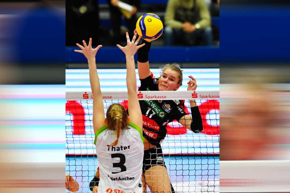 Wer darf in Wiesbaden ran? Camilla Weitzel (h.) war in der Ukraine zwei Sätze im Einsatz. Alex Waibl wird sich kurzfristig entscheiden.