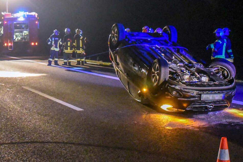 Nach dem Crash blieb der gemietete Opel Corsa auf dem Dach liegen.