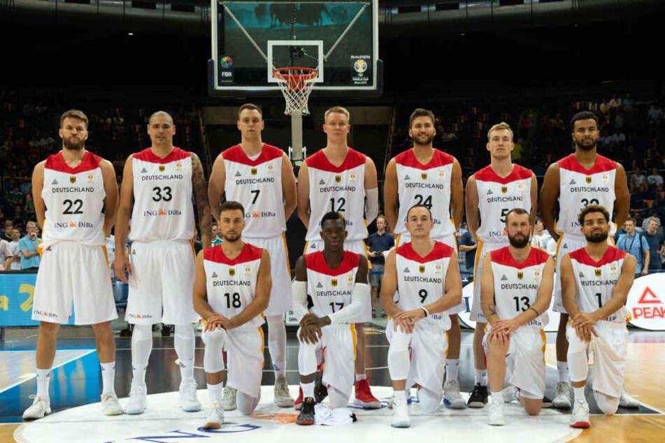 Die Spieler der Deutschen Basketball-Nationalmannschaft haben sich für Toleranz und gegen Rassismus ausgesprochen. Laut Initiator Bastian Doreth sei Leipzig ein guter Ort für das Statement.