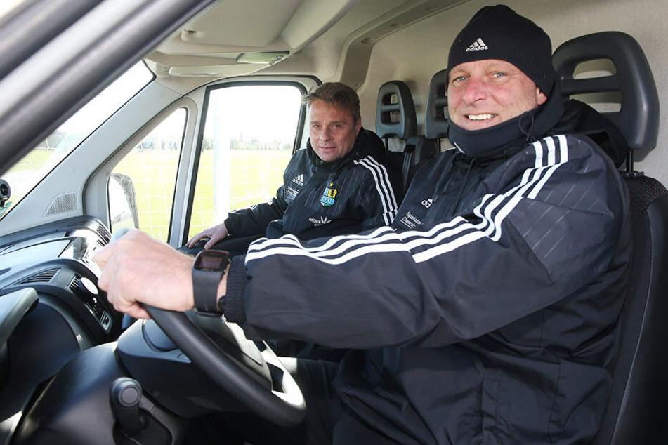 1800 km! Ex-Torwarttrainer Holger Hiemann und Physio Olaf Renn fuhren vor einem Jahr das Equipment der Himmelblauen nach Katalonien.