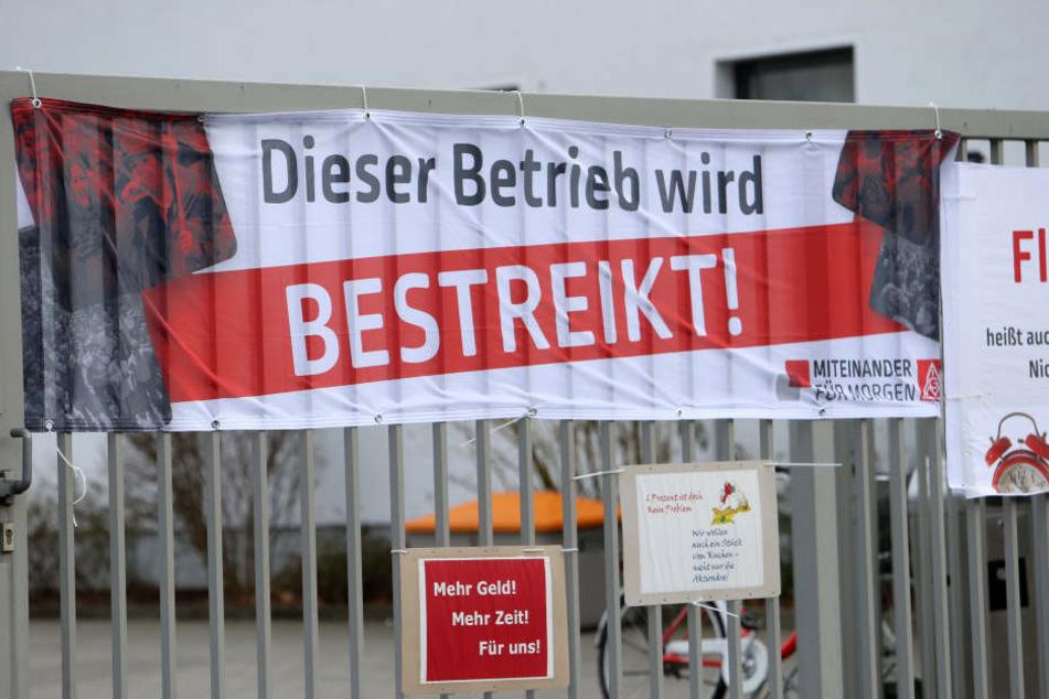 Seit der Frühschicht werden demnach die VW-Werke in Chemnitz, Zwickau und Dresden bestreikt. Hier das Motorenwerk Chemnitz.