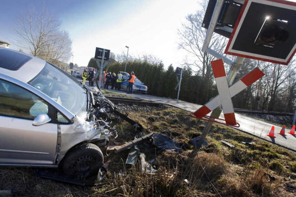 Vor zwei Jahren kollidierte ein Auto mit einer Regionalbahn am Bahnübergang Schnellweg.