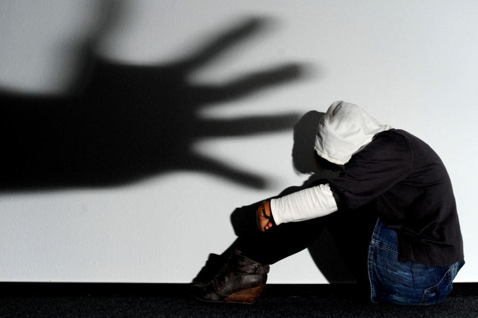 Brutale Jugend-Clique quält 13-Jährige stundenlang