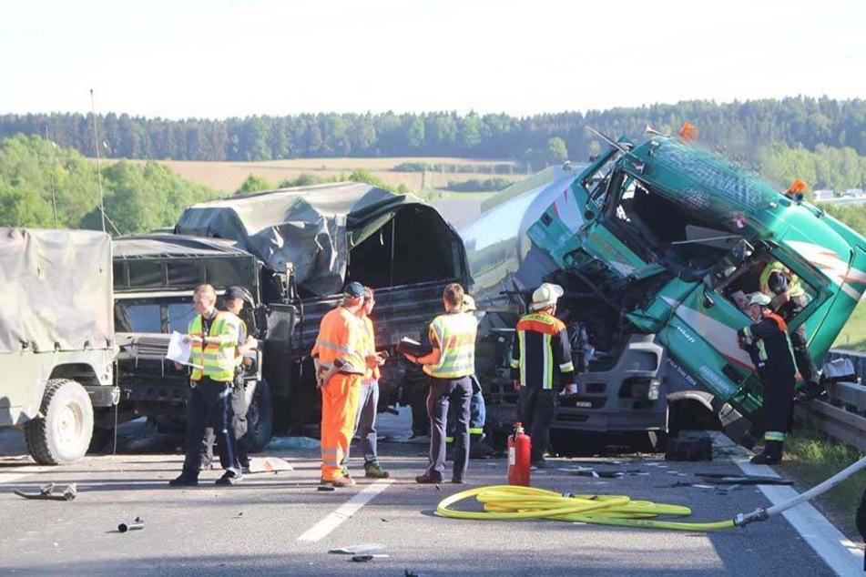 Zu einem schweren Unfall mit einem Tanklastwagen kam es am frühen Dienstagmorgen auf der Autobahn 93 nahe Ingolstadt.