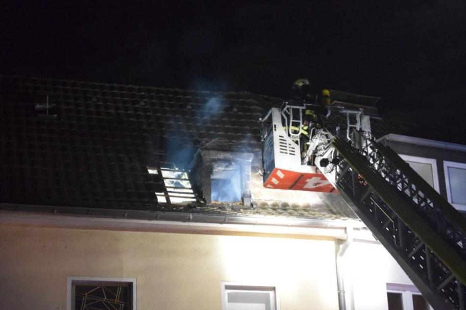 Bei dem Brand wurde eine Person verletzt und wurde ins Krankenhaus gebracht.