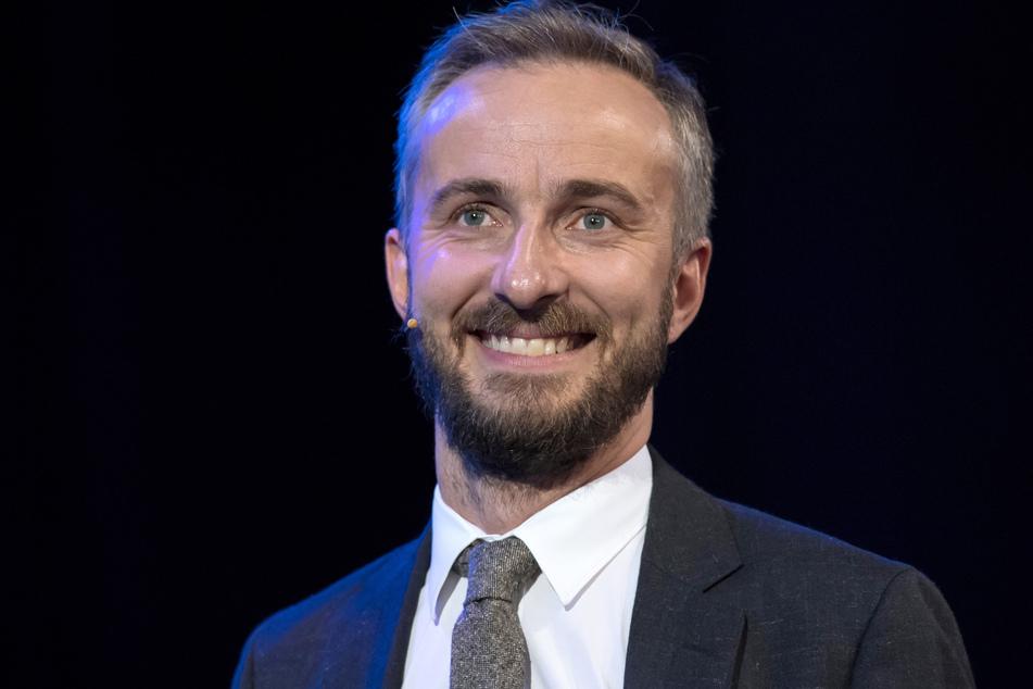 """Jan Böhmermann (40) veröffentlicht sein eigenes Klatschmagazin. Die erste Ausgabe stellte er in seiner Sendung """"ZDF Magazin Royale"""" vor."""