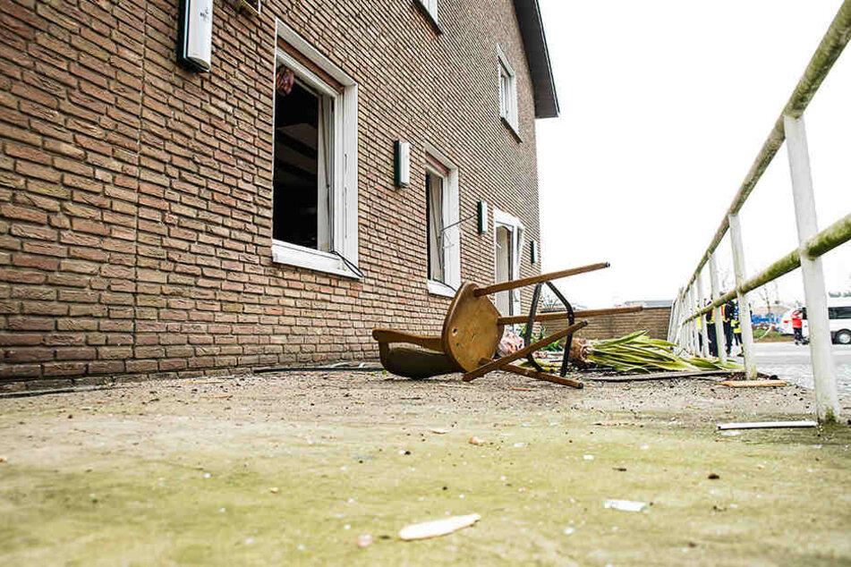 Die Explosion war so heftig, dass Fenster- und Türrahmen durch die Gegend flogen.