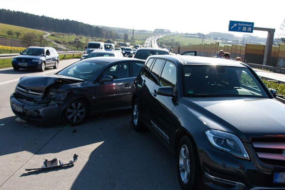 Domino-Unfall legt A72 lahm