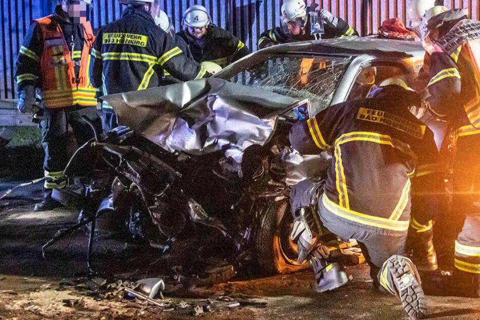 Frontal-Crash: Kleinkind (1) und drei Erwachsene schwer verletzt