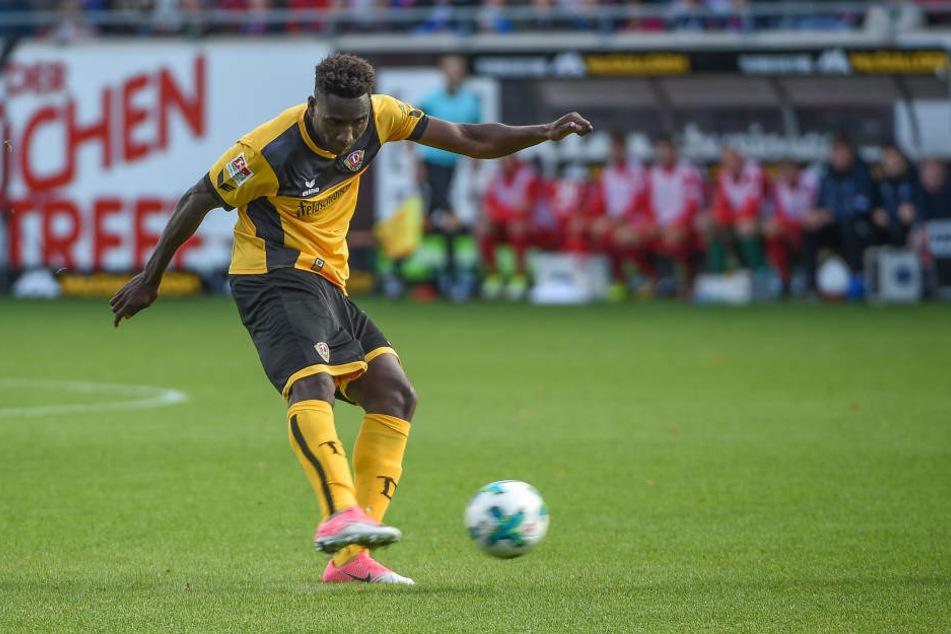 Völlig ansatzlos nagelte Peniel Mlapa sein erstes Tor für Dynamo aus gut 25 Metern unhaltbar in den gegnerischen Kasten.