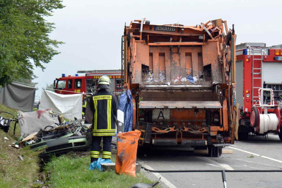 Müllwagen kippt auf Auto - Familie ausgelöscht!   Anklage gegen Fahrer (54)