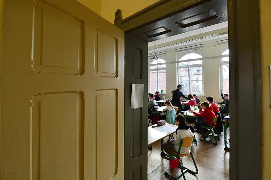 Ein Klassenzimmer in einer alten Erfurter Schule: Stehen zahlreiche Schul-Gebäude vor dem Abriss?