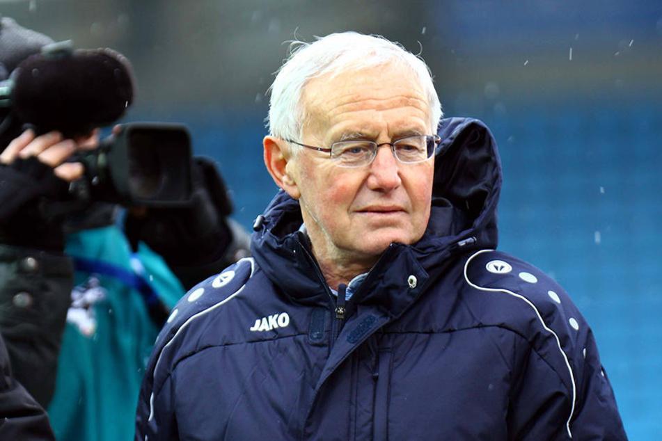 Kundschaftete für seinen Sohn Dirk und den SV Darmstadt 98 das Training aus: Eberhard Schuster.