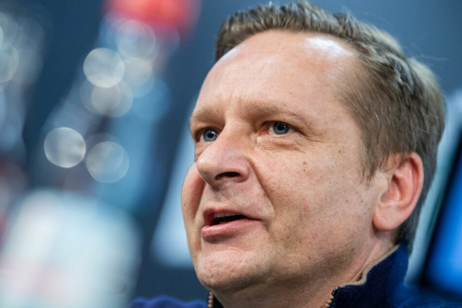 Horst Heldt (49) steht noch bis 2021 beim aktuellen Zweitligisten Hannover 96 unter Vertrag.