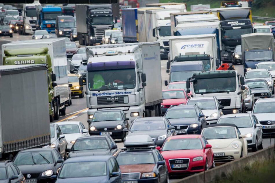 Zwei Unfälle sorgen für Staus rund um Köln