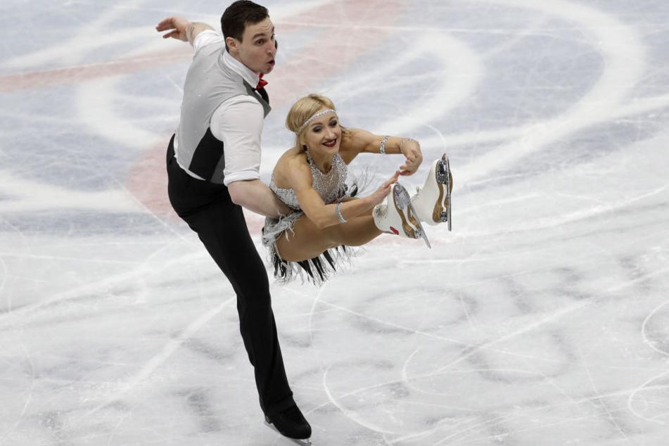 """Bruno Massot und Aljona Savchenko führen bei der WM nach dem Kurzprogramm zu Lindy Hop """"That Man""""."""