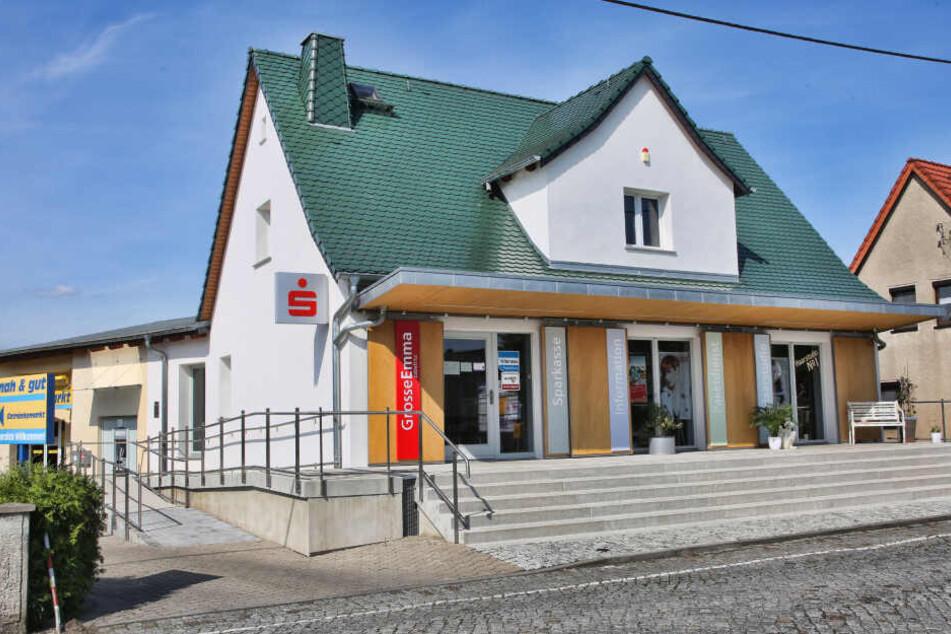Diese Sparkassenfiliale im Großenhainer Ortsteil Zabeltitz überfielen drei Täter im Juni 2015.