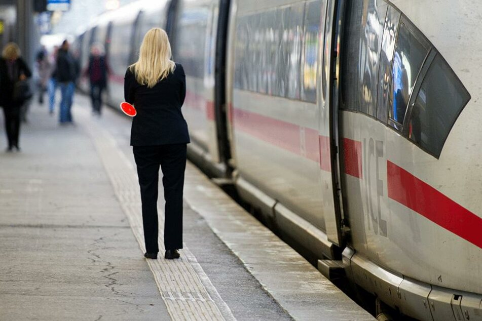 30.000 Euro fand eine Zugbegleiterin in einem Zug am Münchner Hauptbahnhof. (Symbolbild)