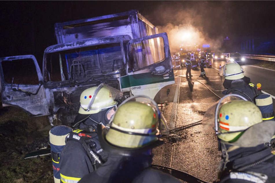 Ein Großaufgebot der Feuerwehr rückte aus, um die Flammen zu bekämpfen.