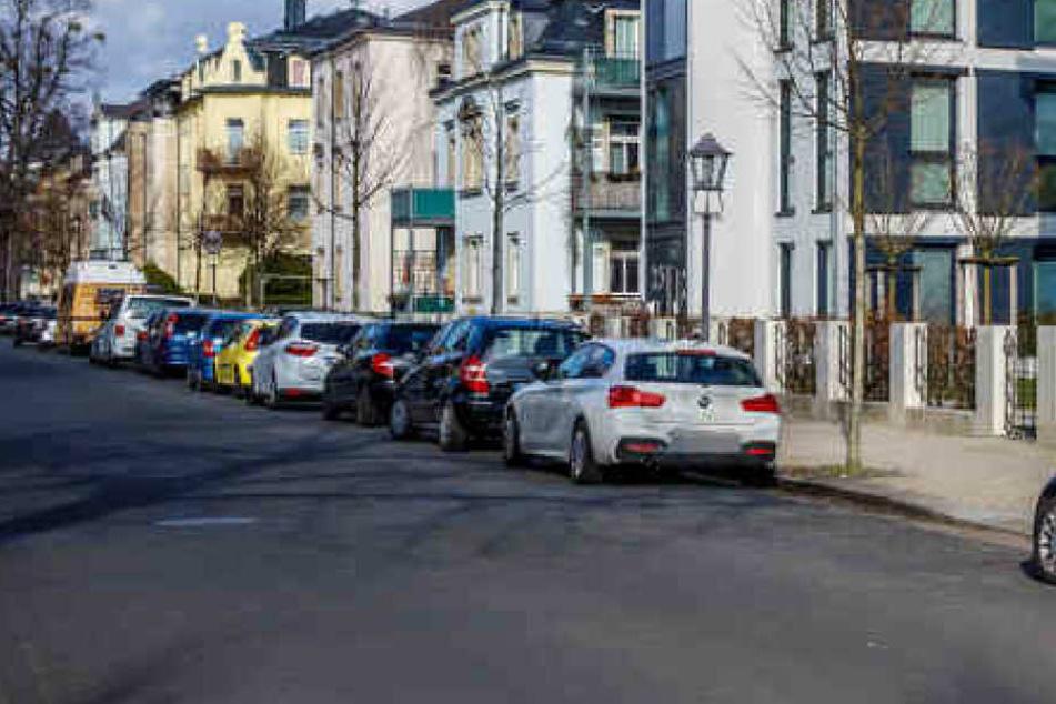 Dresden: Dresden-Striesen: Lack an mehreren Autos zerkratzt, Hakenkreuz auf Ford Focus!