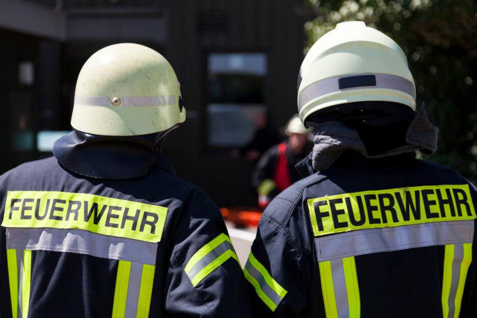Kameraden der Feuerwehr retteten das Kind aus der Notlage (Symbolbild).