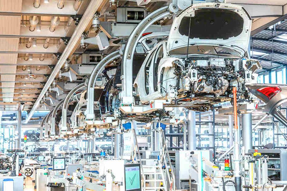 In der Gläsernen VW-Manufaktur werden E-Golfs produziert - 72 pro Tag.