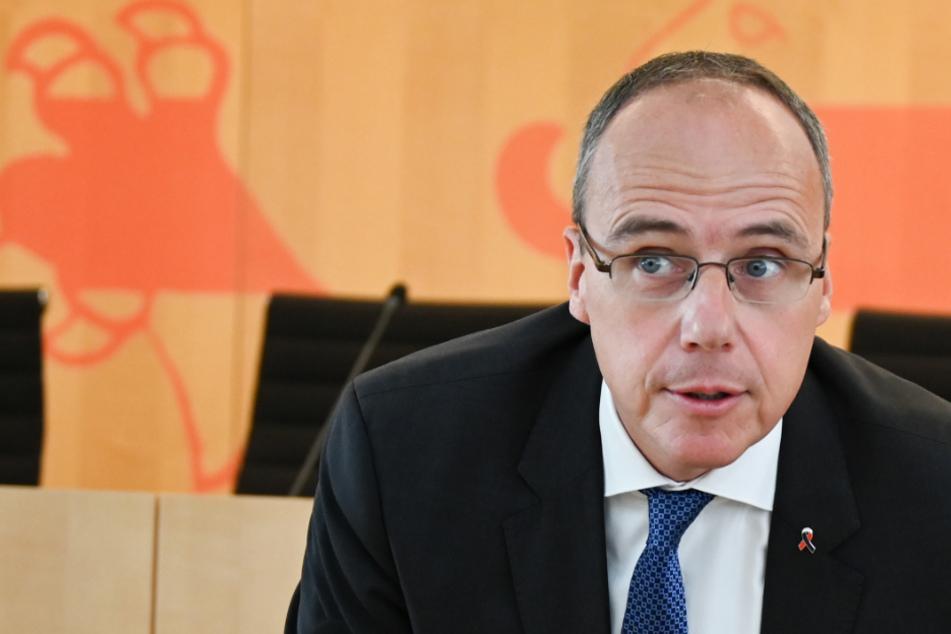 Innenminister Peter Beuth meldete sich im Innenausschuss des Landtags zu Wort (Symbolfoto).
