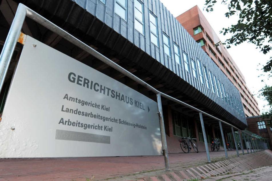 Ein geladener Zeuge lag mehrere Tage tot auf einer Toilette im Amtsgericht Kiel.
