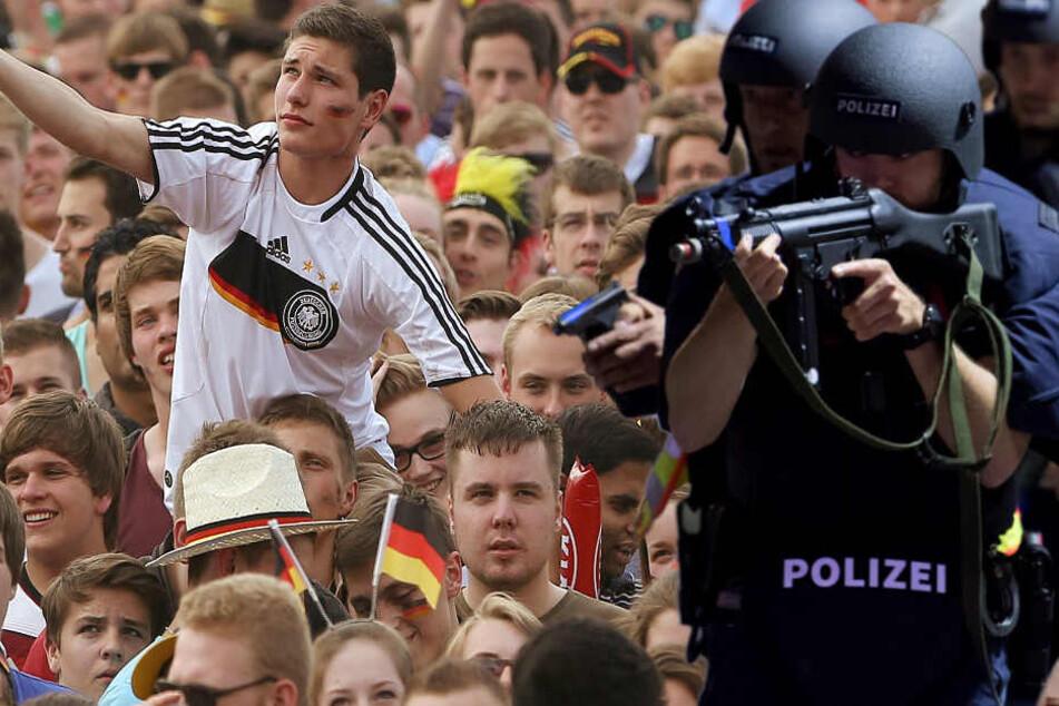 Die Gefahr von Anschlägen während der Fußball-WM ist ein Problem. (Symbolbild)