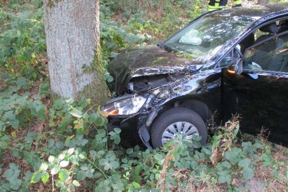 Fahrer bekommt Hustenanfall: Autos schleudern von Straße, sechs Verletzte