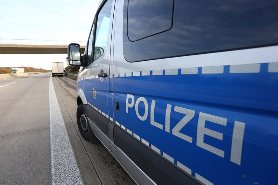 Die Polizei musste den Abschnitt der Autobahn 45 für etwa zwei Stunden sperren. (Symbolbild)