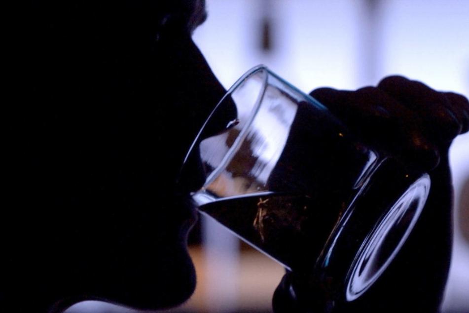 43 Flaschen Likör gingen auf die unbezahlte Rechnung des Mannes. (Symbolbild)