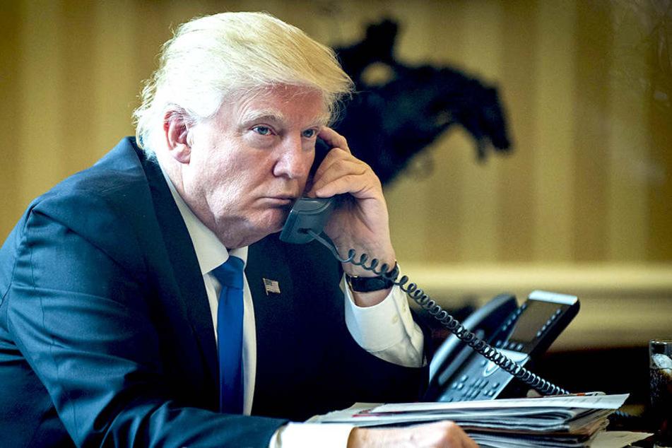 In einem Telefonat am Samstag mit Merkel (62, CDU) lud Trump (70) die Kanzlerin seinerseits in die Vereinigten Staaten ein.