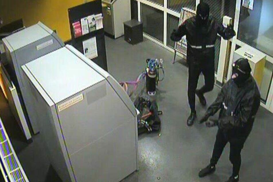 Polizei nimmt Bande von Geldautomaten-Sprengern auf frischer Tat fest