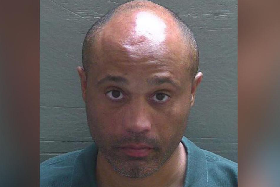 Stephen Howard (39) wurde wegen der heftigen Tierquälerei festgenommen.