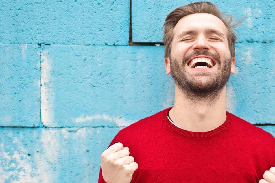 Für einen besseren Orgasmus empfehlen Experten 60g Nüsse am Tag. (Symb