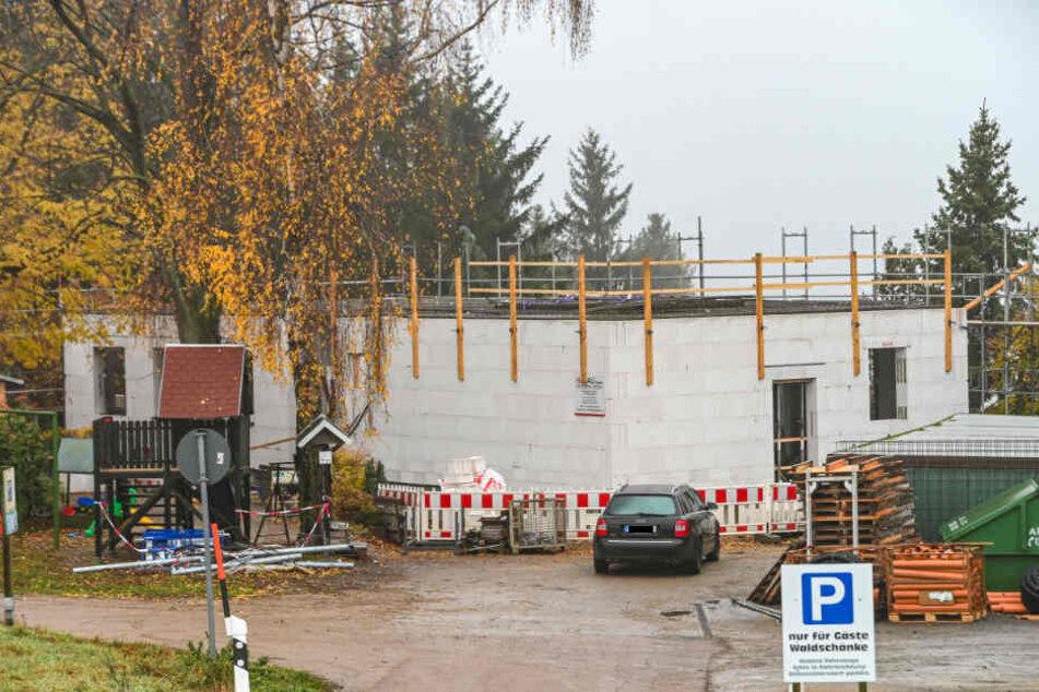 """Die erste Etage der neuen """"Waldschänke"""" steht. In drei Wochen soll der Dachstuhl folgen."""