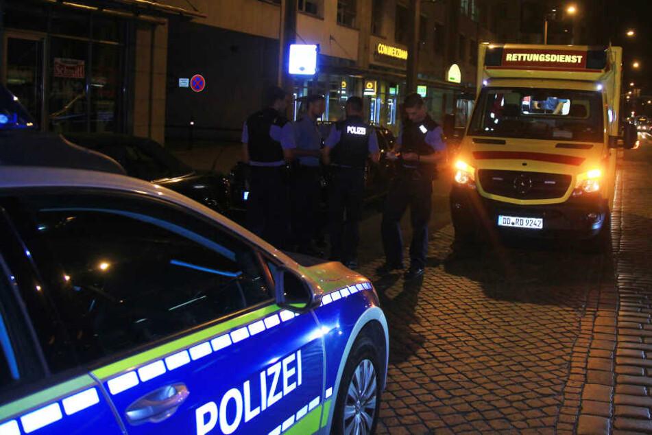 Auf der Königsbrücker Straße wurden am Dienstagabend nach einer Messerstecherei im Alaunpark drei Männer verhört.