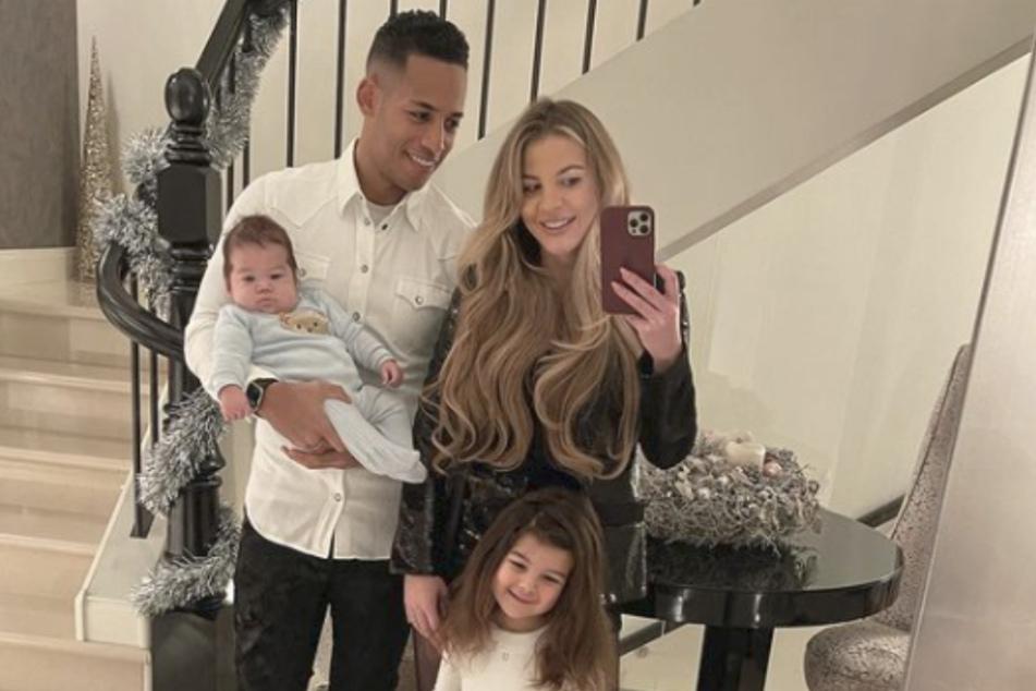 Dennis und Ina Aogo mit ihren beiden Kindern Payten Rose und Princeten True.