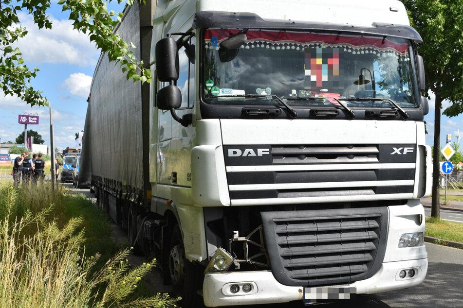 Der Lkw des ungarischen Fahrers, den die Polizei am Montag aus dem Verkehr zog. Der Mann war mit 2,58 Promille unterwegs gewesen und hatte eine Leitplanke beschädigt.
