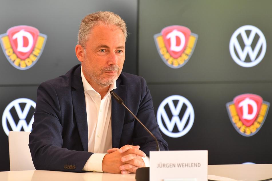 Jürgen Wehlend bedankte sich bei Buschmann für dessen Verdienste. Hinter den Kulissen soll es allerdings Zoff gegeben haben.