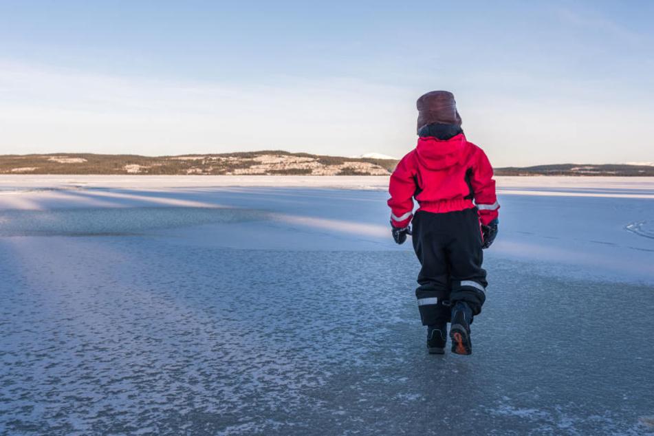 Trotz anhaltender Minustemperaturen sind die Eisflächen nicht sicher. (Symbolbild)