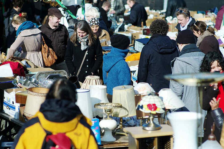 Hier wird jeder fündig: Auf der Alten Messe findet am Sonntag der Antik- und Trödelmarkt statt.