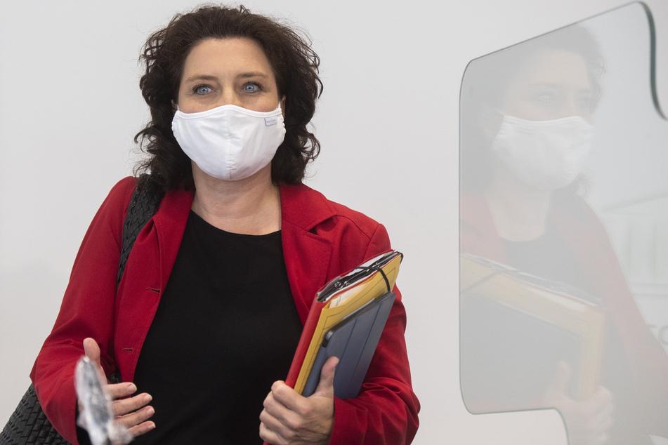 """Carola Reimann (SPD), die Sozial- und Gesundheitsministerin von Niedersachsen, hält den aktuellen Anstieg an Corona-Infektionen für """"besorgniserregend""""."""