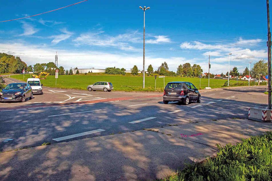 Im September 2017 begannen an der Kreuzung die Arbeiten für den Kreisverkehr. (Archivbild)