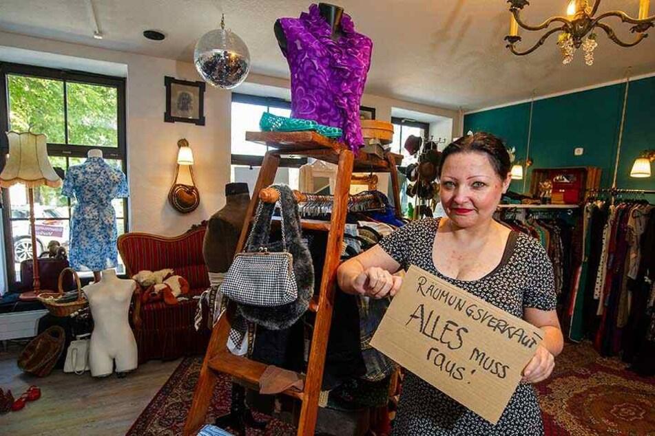 """Räumungsverkauf bei """"Lilian Vintage"""". Katalin Weser (38) macht ihren Laden nach einen Jahr schon wieder zu."""