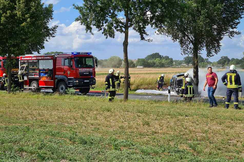Das Auto der 19-Jährigen ging während des Aufpralls in Flammen auf.