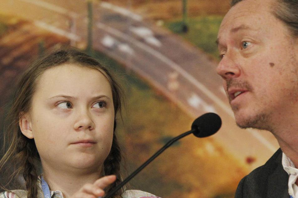 Greta Thunberg nahm an einer Pressekonferenz beim Weltklimagipfel mit ihrem Vater Svante Thunberg teil.